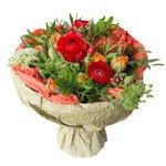 Букет с аммимаусом, гиперикумом красным, леукоспермумом, ранункулюсами разноцветными, тюльпанами оранжевыми пионовидными, фисташкой в Санкт-Петербурге