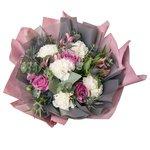 Букет с розовой альстромерией, белыми гвоздиками, фиолетовыми розами, шишечками синеголовника, листьями эвкалипта в Санкт-Петербурге