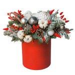 Новогодняя композиция в шляпной коробке с елью, хлопком, шариками, лагурусом и шишками в Санкт-Петербурге