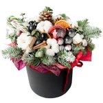 Новогодняя композиция в чёрной шляпной коробке с елью, хлопком, шариками, корицей и апельсином в Санкт-Петербурге
