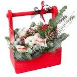 Новогодняя композиция в ящике с конфетами Рафаэлло, гранатом, шариками, шишками и другим декором в Санкт-Петербурге