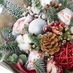 Новогодний букет с гранатом, конфетами Рафаэло, шарикам, хлопком и шишками в Санкт-Петербурге