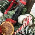 Новогодняя композиция в ящике с Кока-Колой и милым пряником в Санкт-Петербурге