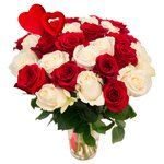 Букет из 31 красной и белой розы на 14 февраля в Санкт-Петербурге