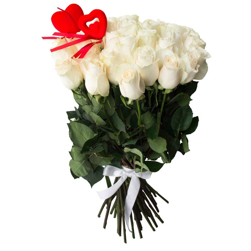45 белых роз с сердцами