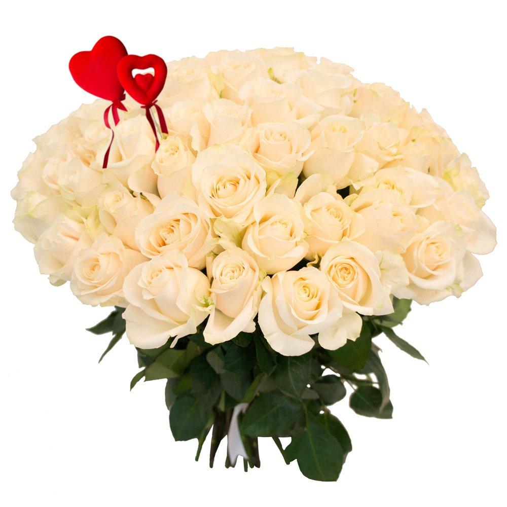 75 белых роз с сердцами