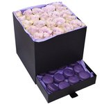 Розы Морнинг Дью с макарунами в коробке с сюрпризом в Санкт-Петербурге