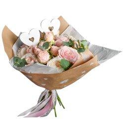 Букет из розовых роз, пионовидных розовых кустовых роз, белых пионовидных роз и эвкалипта в Санкт-Петербурге