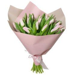 Букет из 21 розового тюльпана в упаковке в Санкт-Петербурге