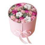 Цветы с макарунами в коробке с сюрпризом в Санкт-Петербурге