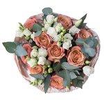 Букет из лизиантуса и роз Капучино в стильной упаковке в Санкт-Петербурге