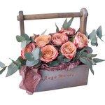 Розы Капучино в деревянном ящике в Санкт-Петербурге