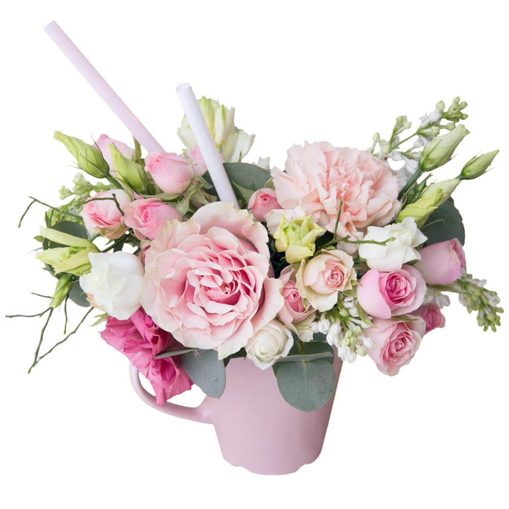 Композиция из цветов в чашке на вкус флориста в нежной цветовой гамме в Санкт-Петербурге