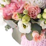 Уютная нежно-розовая композиция в кашпо ручной работы в Санкт-Петербурге