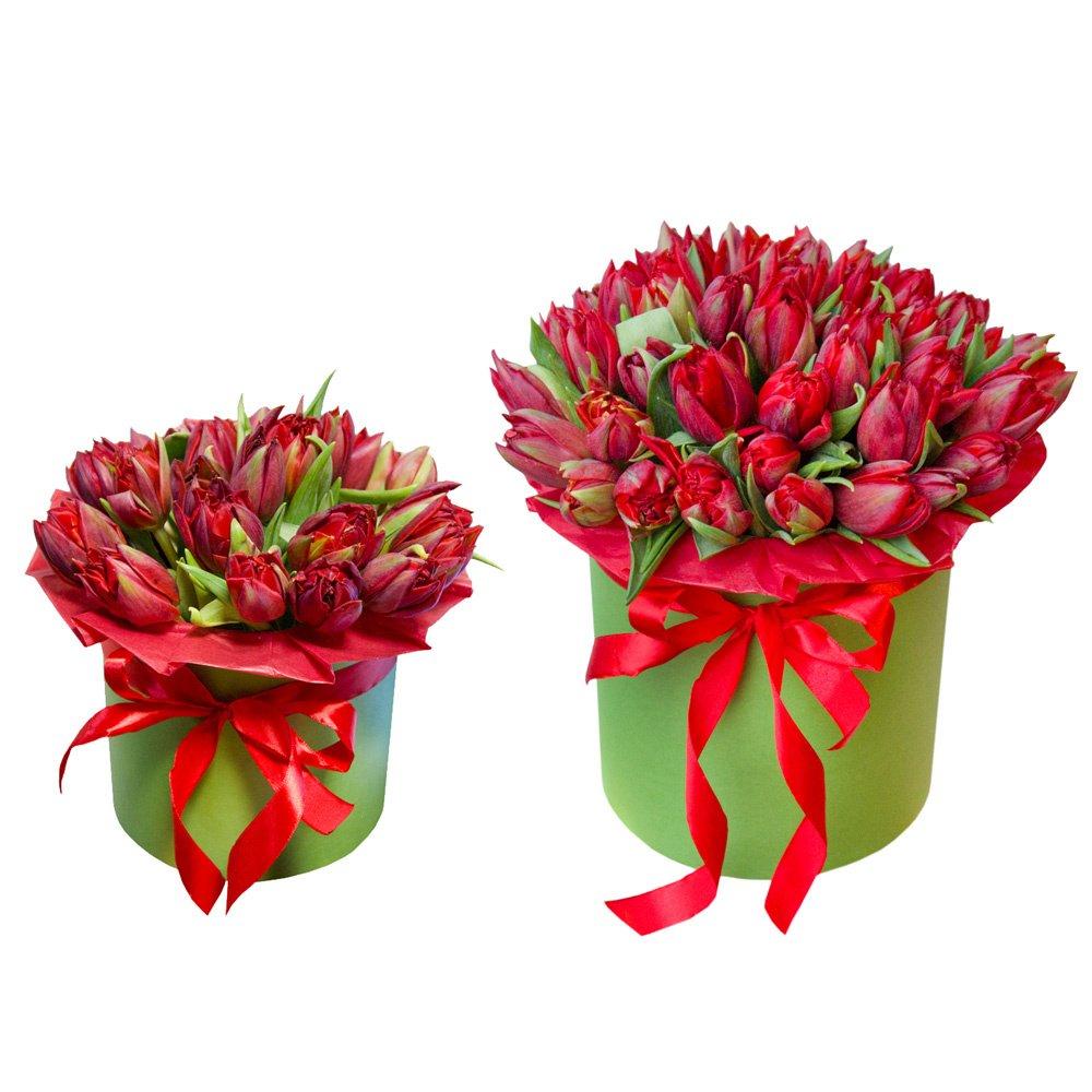 Шляпные коробки с красными пионовидными тюльпанами в Санкт-Петербурге