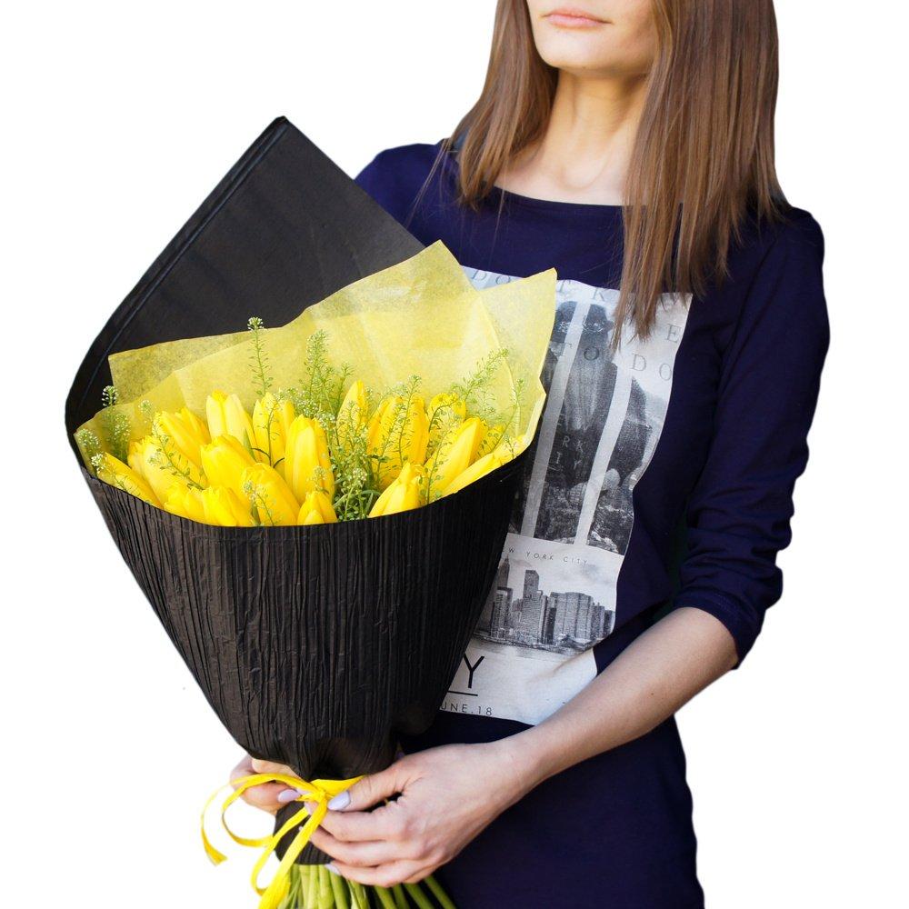 25 жёлтых тюльпанов с гринбеллом