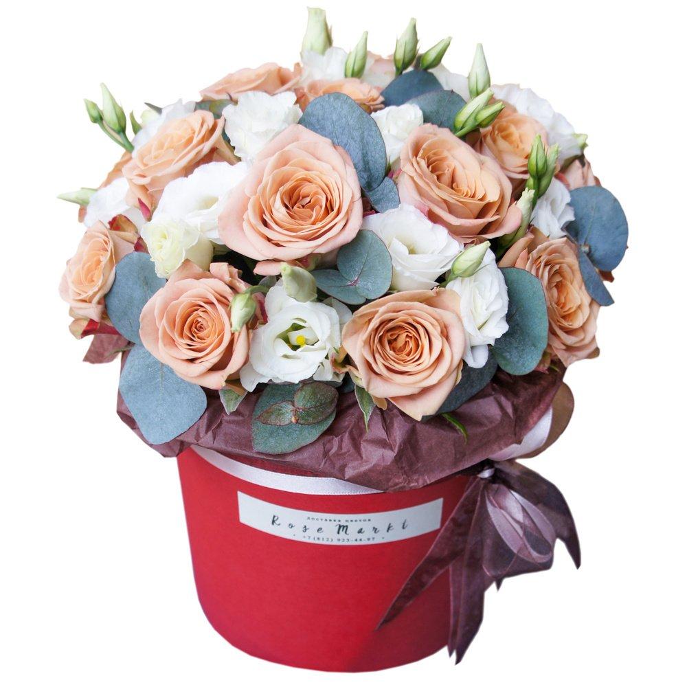 Латте Маккиато: роза Капучино и белый лизиантус в шляпной коробке