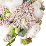 Классический нежный букет невесты с пионами в Санкт-Петербурге