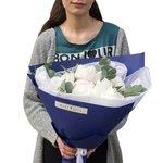 Купить пионы с эвкалиптом в яркой упаковке в Санкт-Петербурге