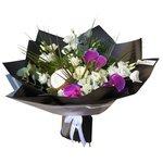 Букет с кокосом и фиолетовыми орхидеями в Санкт-Петербурге