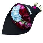 Яркий букет с гортензией, пионами и пионовидными розами Мисти Бабблз в стильной чёрной упаковке в Санкт-Петербурге