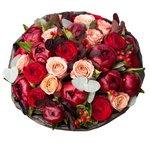 Шикарный букет в кофейно-винной цветовой гамме с пионами и розой Капучино в Санкт-Петербурге