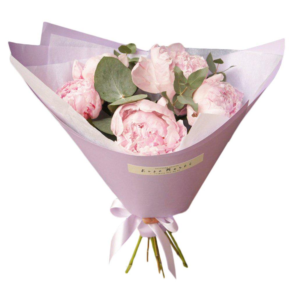 Розовые пионы в упаковке