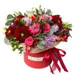 Георгины, кустовые розовые розы, лунные гвоздики, фиолетовые розы и лаванда в шляпной коробке в Санкт-Петербурге