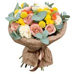 Букет из необычных роз Капучино с персиковыми гвоздиками, кустовыми оранжевыми розами и краспедией в Санкт-Петербурге