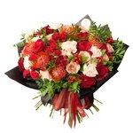 Большой необычный осенний букет в стильной упаковке с розами Капучино и нутаном в Санкт-Петербурге