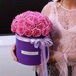 Розовые розы в шляпной коробке в Санкт-Петербурге