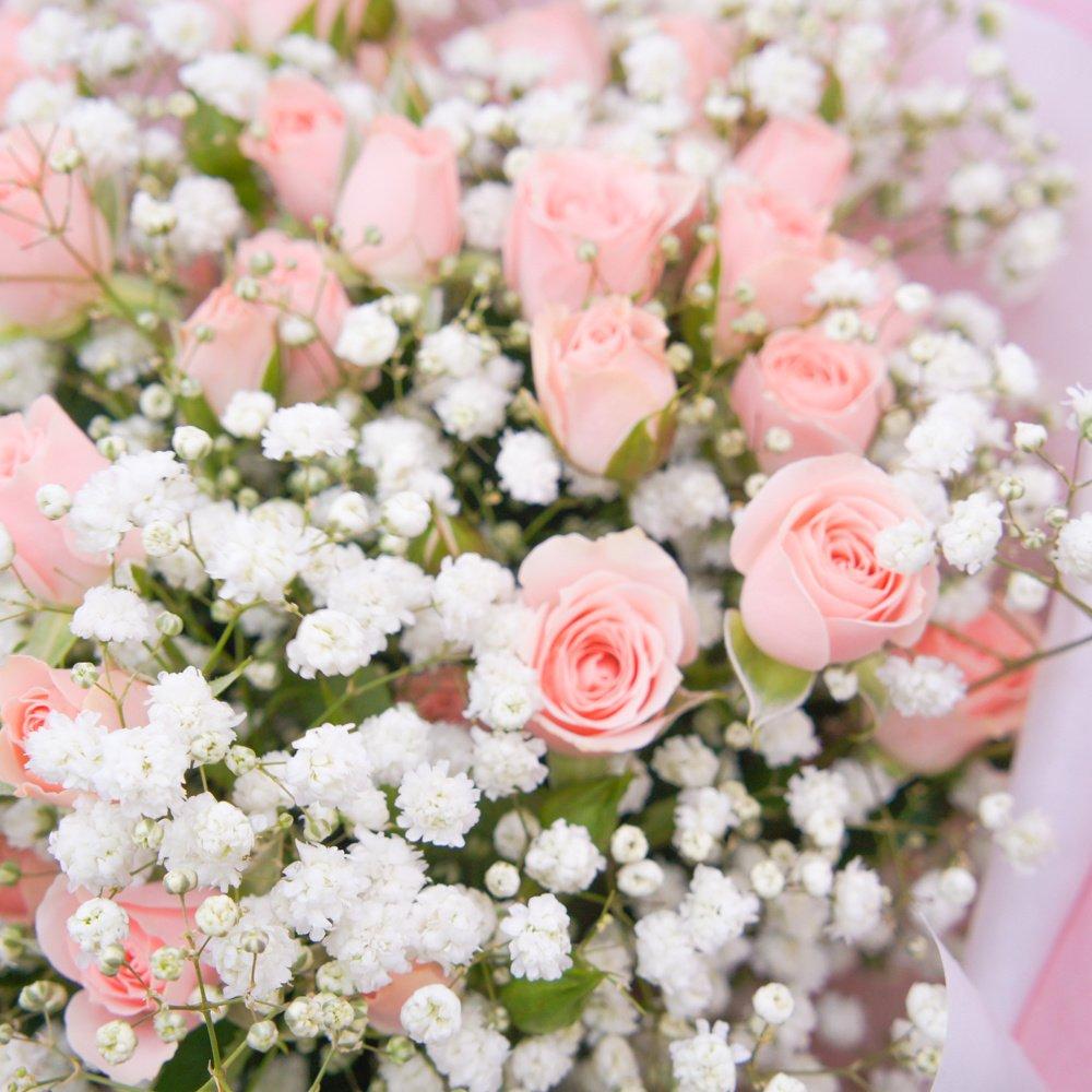 Розовое кружево: розы и гипсофила