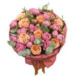 Пионовидные розы Мисти Бабблз и розы Капучино и эвкалиптом в упаковке в Санкт-Петербурге