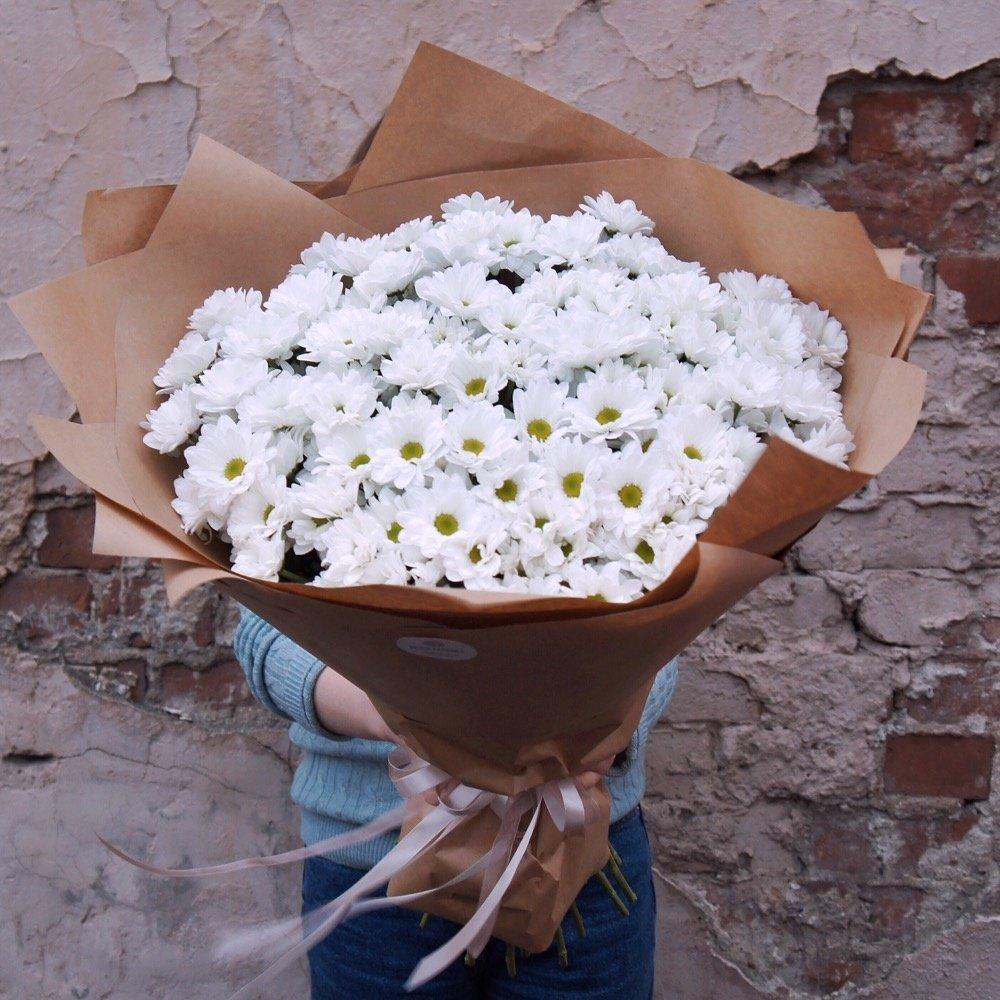 Букет хризантем в упаковке для любимой мамы