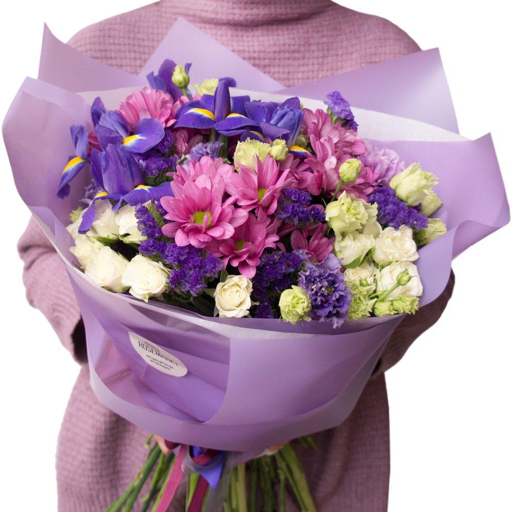 Букет «Сиреневый» №1: сиреневая хризантема, ирис, белая роза, гвоздика, лизиантус