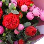 Волшебное сочетание розы Мисти Бабблз и розы Рэд Пиано в букете мечты в Санкт-Петербурге