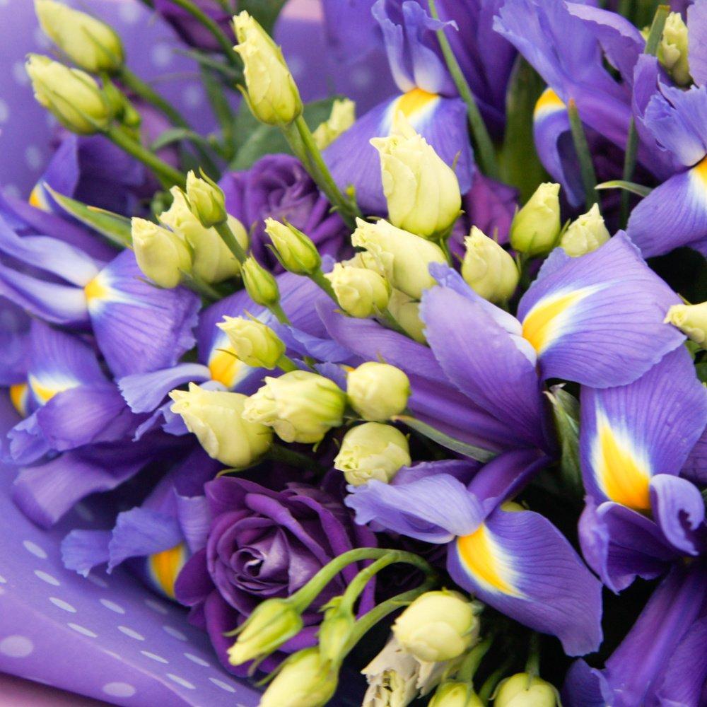 Спеши любить: синие ирисы и лизиантусы (эустома)
