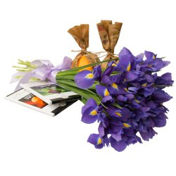 Все, чтобы поднять настроение приболевшему человеку - цветы, витамины и сладости