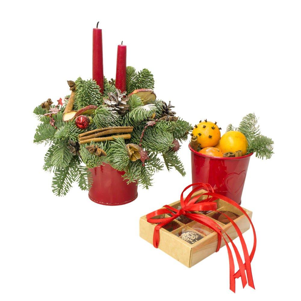 Новогодняя композиция со свечой, мандаринами и конфетами ручной работы в Санкт-Петербурге