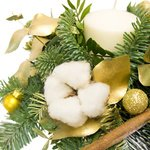 Новогодняя композиция со свечой и конфетами Ferrero Rocher в Санкт-Петербурге