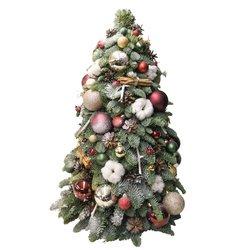 Красивая большая ёлка из натуральных еловых веток, украшенная игрушками, шишками, хлопком и корицей в Санкт-Петербурге