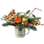Композиция в чашке на вкус флориста в новогодней тематике в Санкт-Петербурге