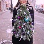 Новогодняя ёлочка из живых веток с игрушками на стол с доставкой в Санкт-Петербурге