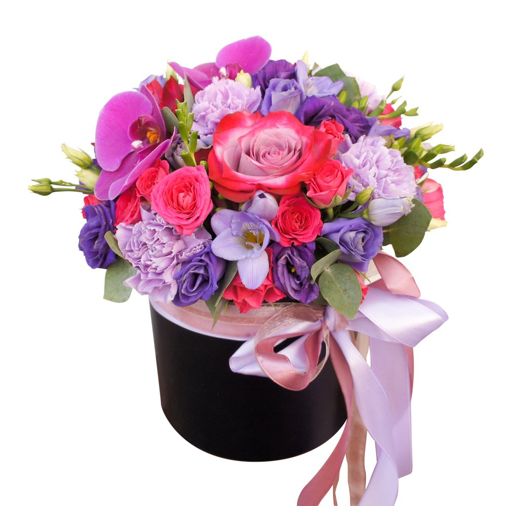 Композиция из фиолетовых цветов в шляпной коробке в Санкт-Петербурге