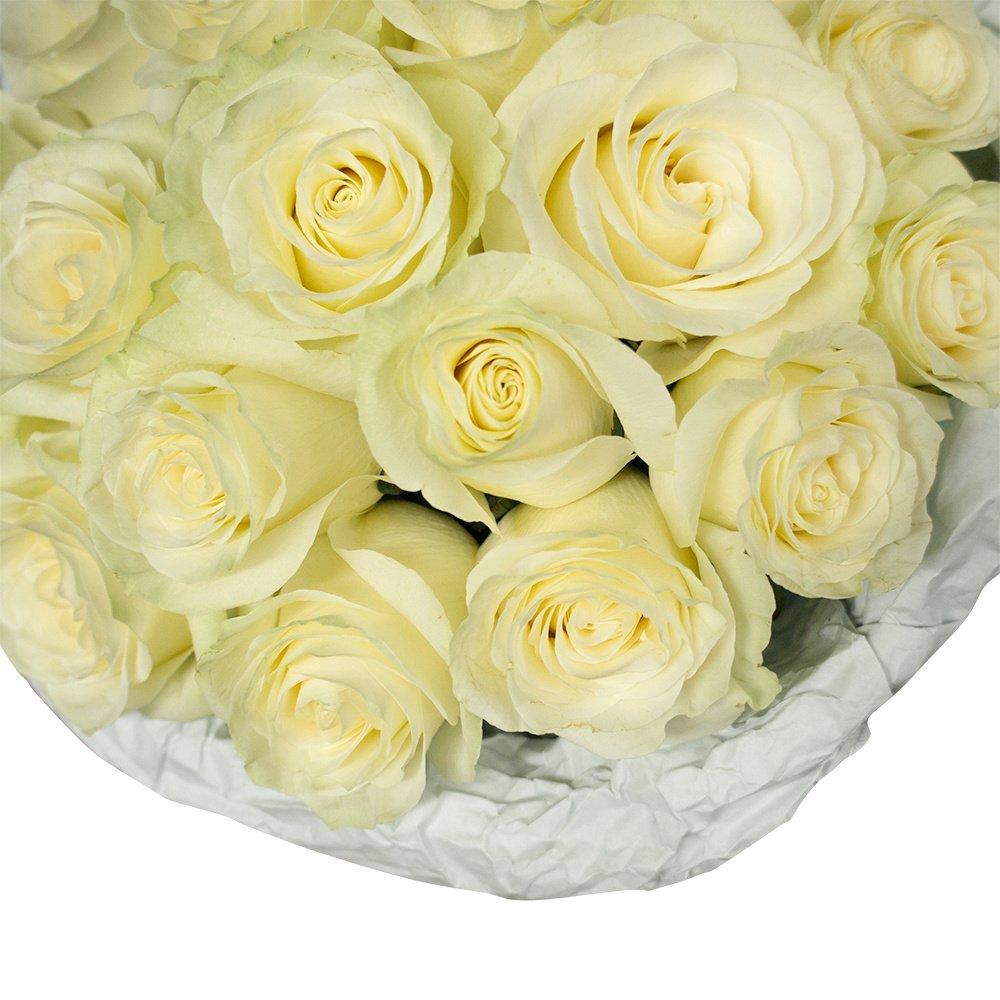 Для самой смелой: белые розы с коробкой конфет Рафаэлло