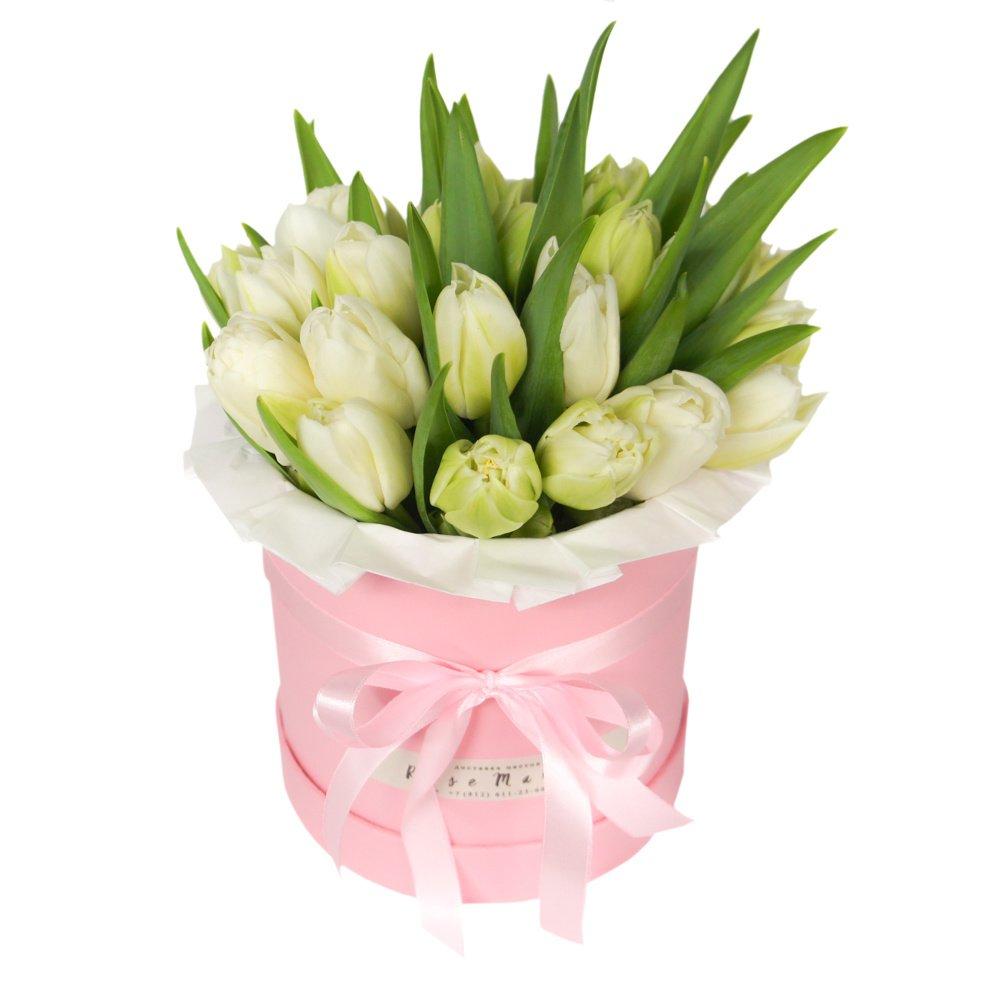 Белые тюльпаны в шляпной коробке в Санкт-ПетербургеБелые тюльпаны в шляпной коробке в Санкт-Петербурге