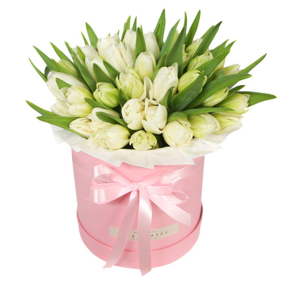 Меган и Гарри: 2 букета белых тюльпанов в зеленых коробках