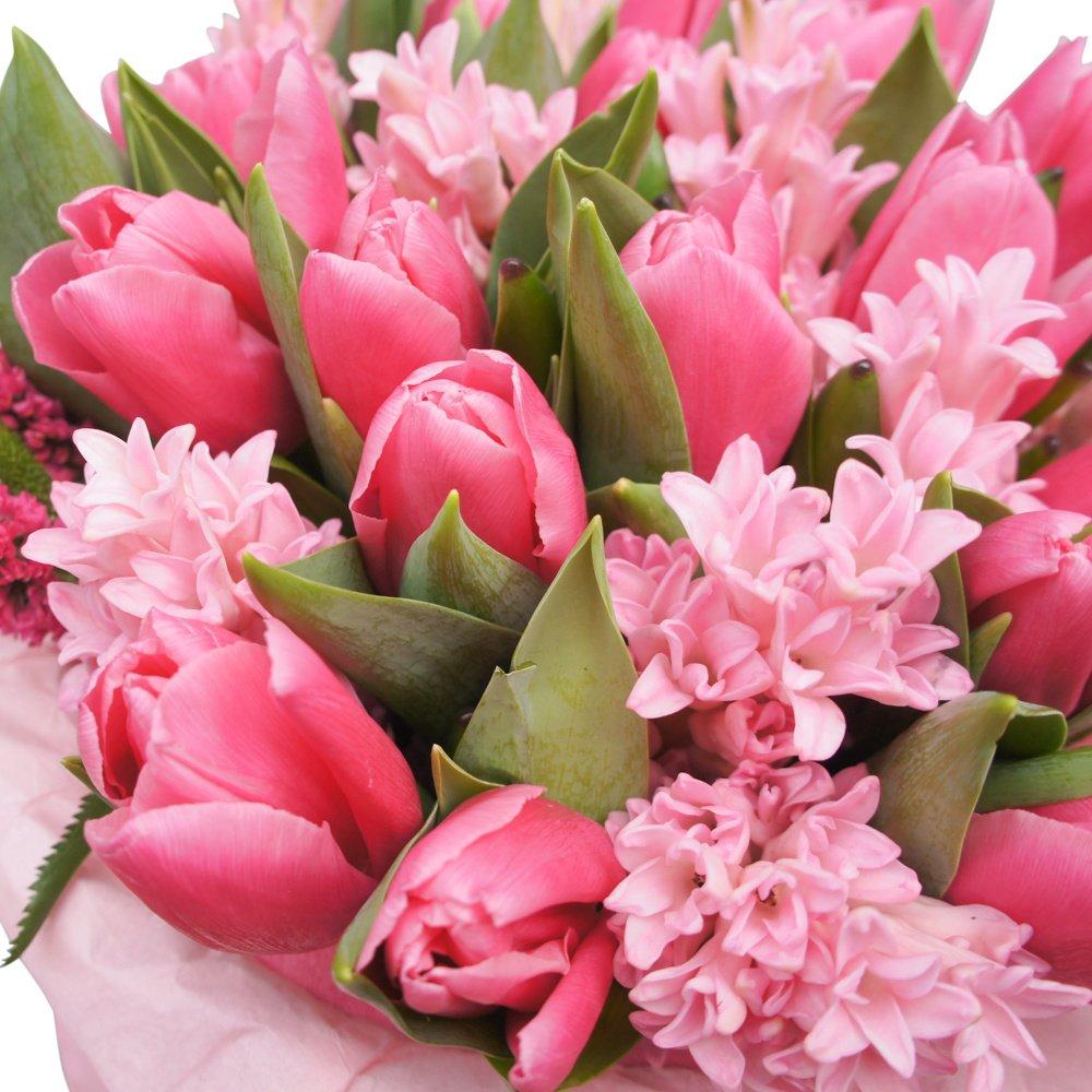 Мадлен: большой букет розовых тюльпанов с гиацинтами