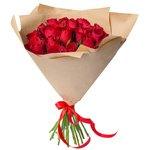 Букет из 25 красных Кенийских роз в крафт-бумаге в Санкт-Петербурге