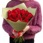 Букет из 25 красных Кенийских роз в упаковке в Санкт-Петербурге